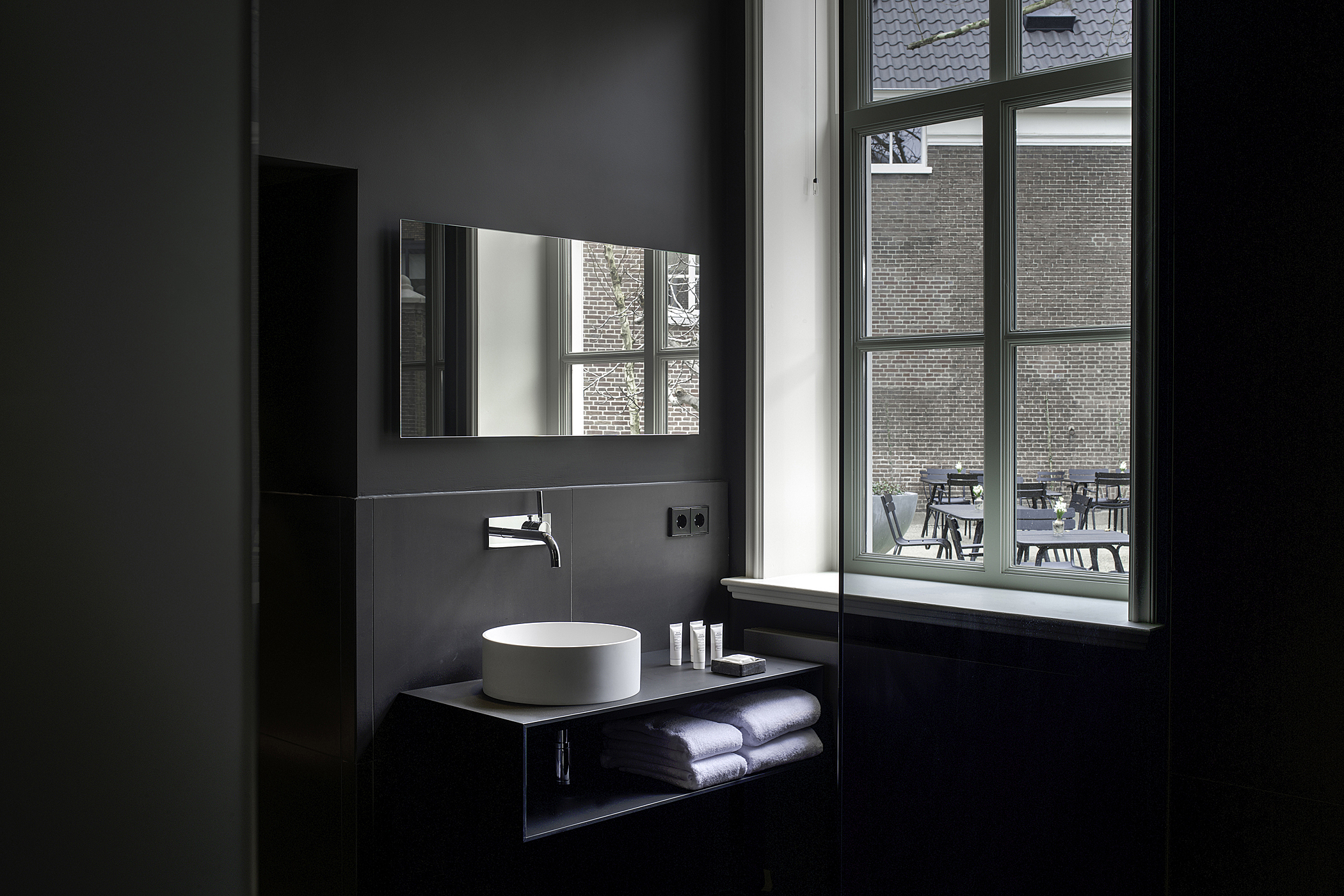 Kazerne Courtyard Duplex Bathroom Image Patrick Meis