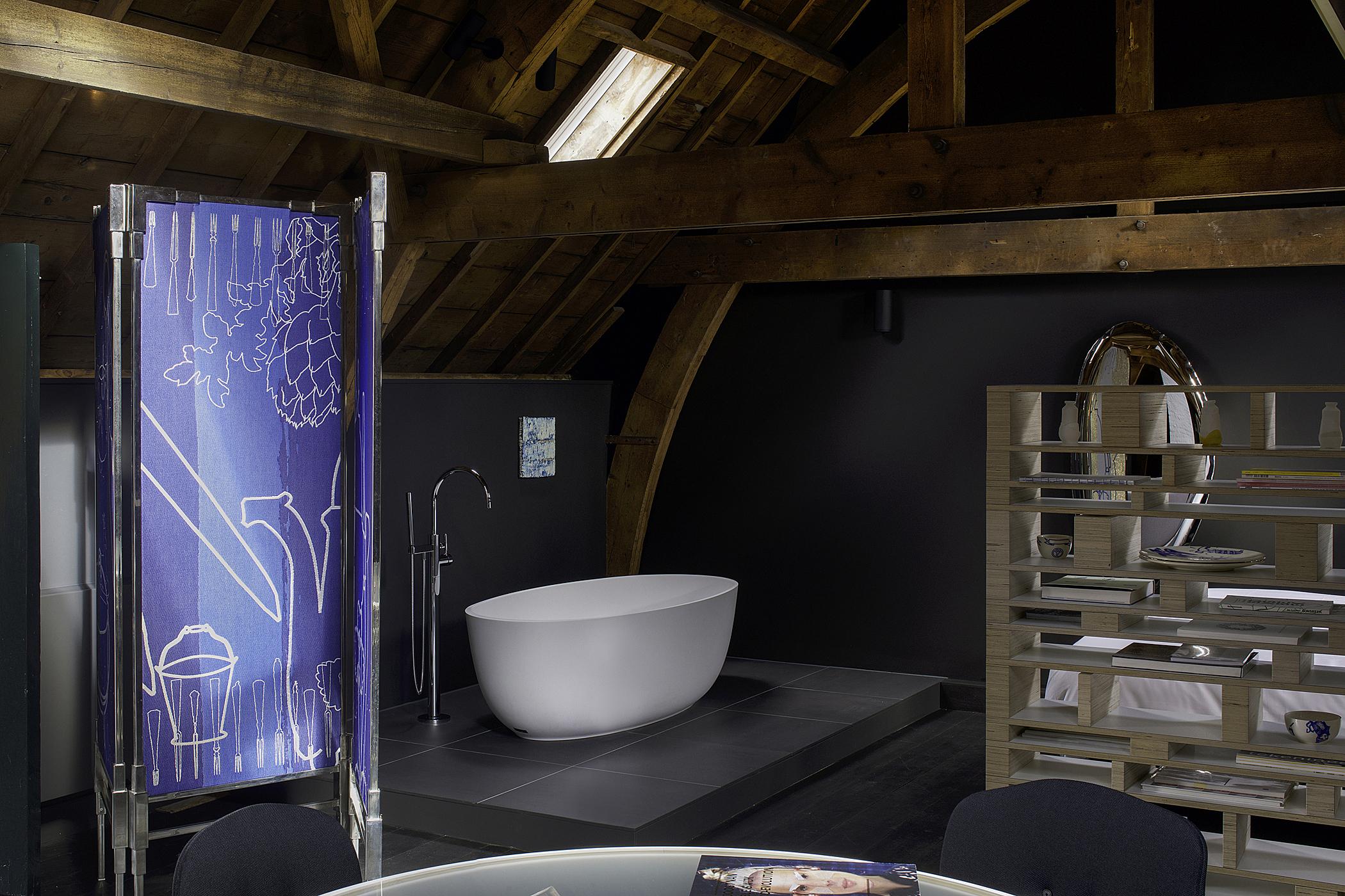 Kazerne Hay Loft Bath Image Patrick Meis