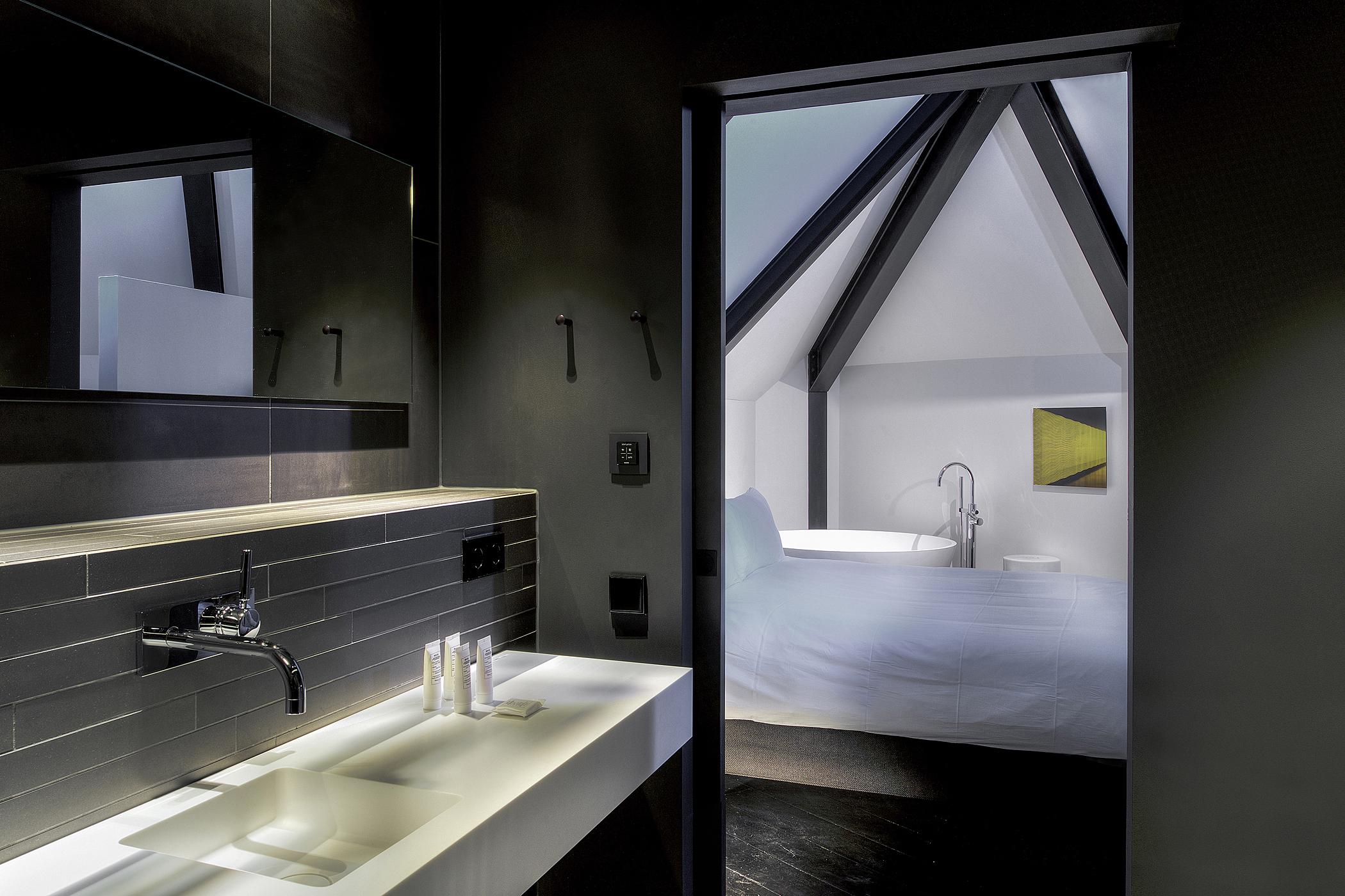 Kazerne Paljas Loft Bathroom Image Patrick Meis